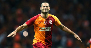 Forvet sıkıntısı yaşayan Galatasaraya bir darbe de Erenden geldi