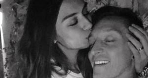Mesutun nişanlısı Amine Gülşeden, romantik paylaşım!