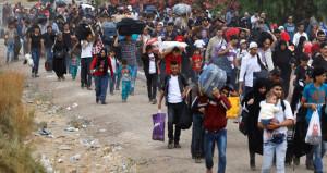 Binlerce Suriyeli, Türkiyeye doğru harekete geçti