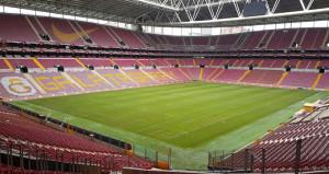 Galatasarayın stadını ziyaret eden UEFA sitem etti