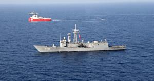 Akdeniz'de kriz! Yunan unsurlar, petrol arayan Türk gemisini taciz etti