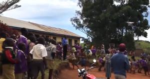 Hayatlarında ilk kez drone gören Afrikalı çocukların tepkisi!