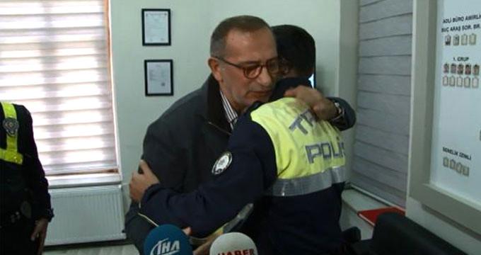 Fatih Altaylı, küfrettiği polis memurunun boynuna sarıldı