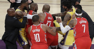 NBAde fena kavga çıktı