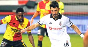 Beşiktaşta 2 Türk futbolcu TL krizi çıkardı: Bize euro ödeyin