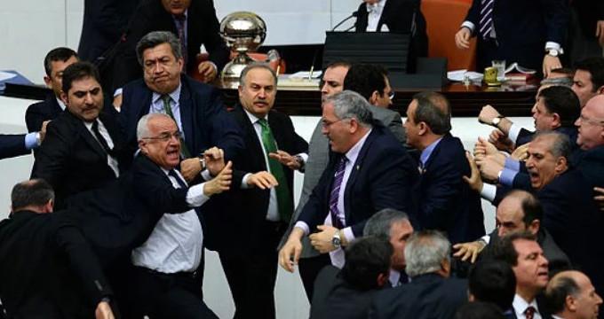 Meclis'teki bu görüntüler için artık maaş kesme cezası verilemeyecek!
