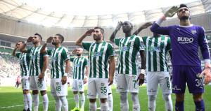 Bursasporlu futbolculardan duygulandıran asker selamı