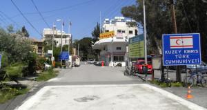 Kıbrısta 8 yıl sonra bir ilk! Sınır kapıları açıldı
