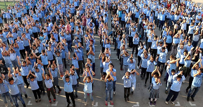 670 öğrenci, her sabah bunu yapmadan derse girmiyor