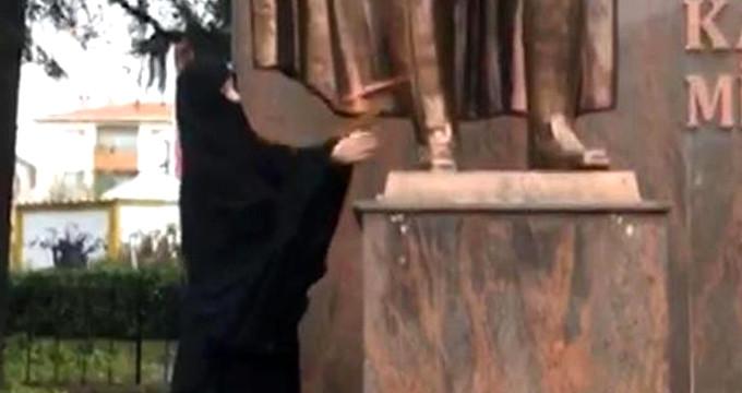 Atatürk büstüne baltayla saldıran kadın serbest bırakıldı