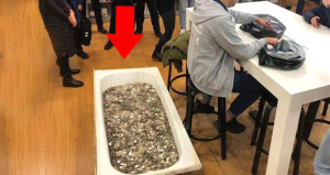 Apple mağazasında şoke eden olay! Bir küvet bozuk parayla iPhone aldı
