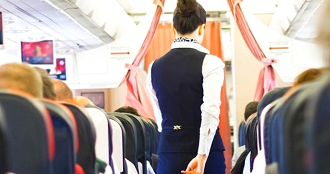 Kalkışa hazırlanan uçaktaki yolcunun şakası, ortalığı karıştırdı!