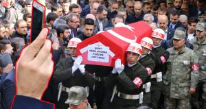Şehit cenazesinde büyük ayıp! Vatandaşlar yarışa girdi
