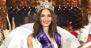 Güzelliğiyle büyüleyen İzmirli Pınar, Dünya Mankenler Kraliçesi seçildi