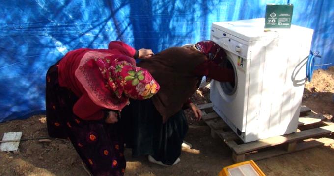 Görüntü Türkiye'den! Hayatlarında ilk kez çamaşır makinesi gördüler