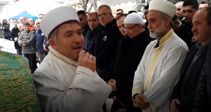 Cami imamının en zor görevi! Cenaze namazını gözyaşlarıyla kıldırdı