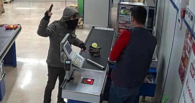 Çikolatayla kasa açtırıp, 3 bin lira çalan hırsızı limonata ele verdi
