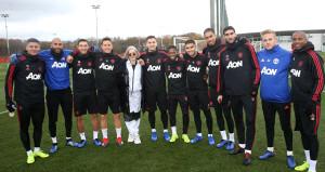 İngiliz şarkıcı Anne Marieden Manchester Uniteda ziyaret!