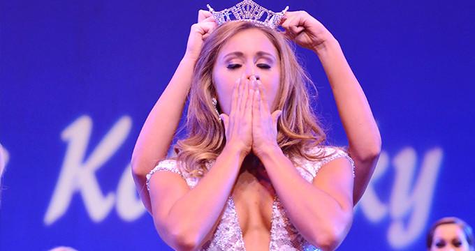 Çıplak fotoğrafları, güzellik kraliçesinin başını yaktı