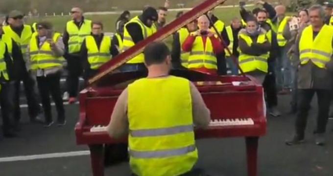 Fransa'daki Sarı Yelekliler protestosunda dikkat çeken 'Gezi' detayı