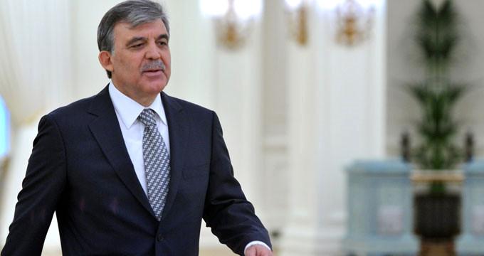 Hükümete yakın yazar Gül'ü topa tuttu: Kimden ne kaçırıyorsun?