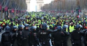 Macron canlı yayında duyurdu: OHAL ilan edeceğim