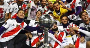 Tarihi finali River Plate kazandı, taraftarlar sokaklara döküldü