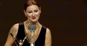 Pınardan 'Ödül alırken utanmadın mı?' diyen takipçisine sert cevap