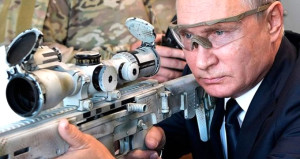 Putinin keskin nişancısı güzellik kraliçesi seçildi!