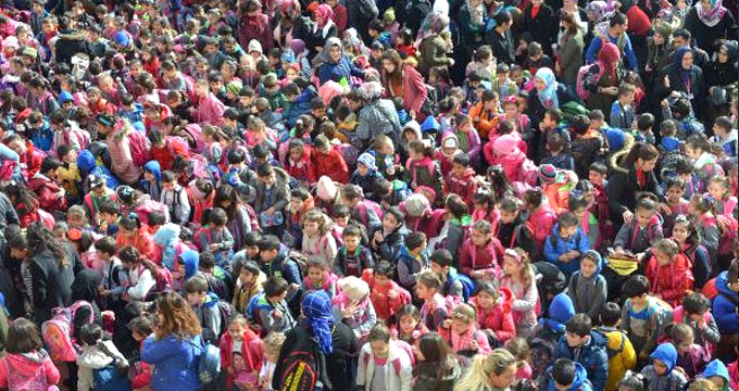 Türkiye'nin en kalabalık okulu! Öğrenci sayısı 66 ilçeden fazla