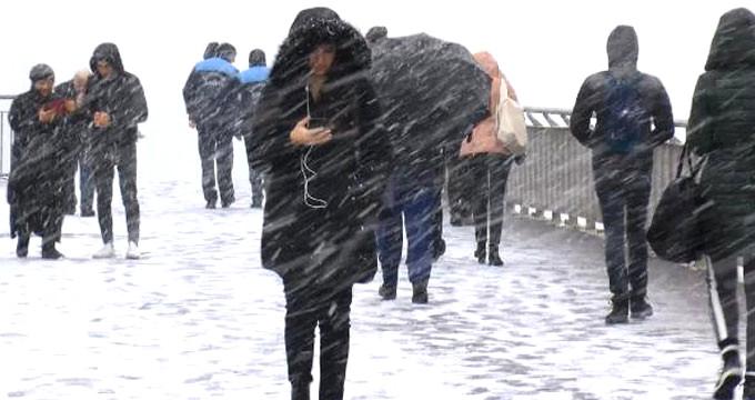 Görüntü az önce geldi! Aniden bastıran kar, İstanbul'u beyaza bürüdü