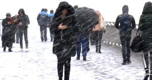 Görüntü az önce geldi! Aniden bastıran kar, İstanbulu beyaza bürüdü