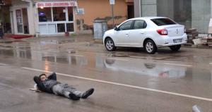 Günün fotoğrafı Adanadan! Yolun orasında dakikalarca böyle bekledi