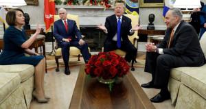 Trump, Beyaz Sarayda ağırladığı rakibini kameralar önünde tehdit etti