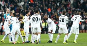 Beşiktaşlı taraftarlardan 2 oyuncuya büyük tepki!