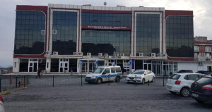 İstanbulda bomba paniği! Adliye binası boşaltıldı