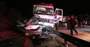 Otoyolda polis aracına kamyon çarptı! Şehit ve yaralılar var