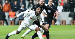 Vagner Love, gol atamamasının faturasını takım arkadaşlarına kesti