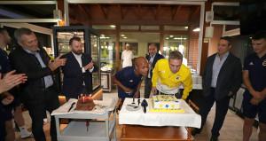 Fenerbahçede Ersun Yanal ve Andre Ayewin doğum günü kutlandı