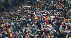 Galatasaraylı taraftarlardan Fenerbahçelileri kızdıran tezahürat