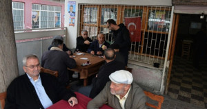 Sokakta cinayet işlendi, kahvehanedekiler oyuna devam etti