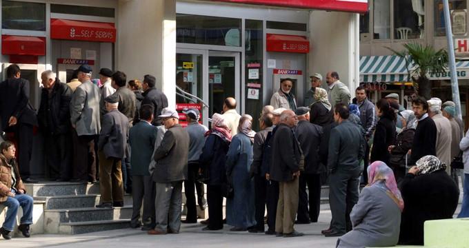 SGK hatadan döndü! 500 bin kişinin emekli maaşı kurtuldu