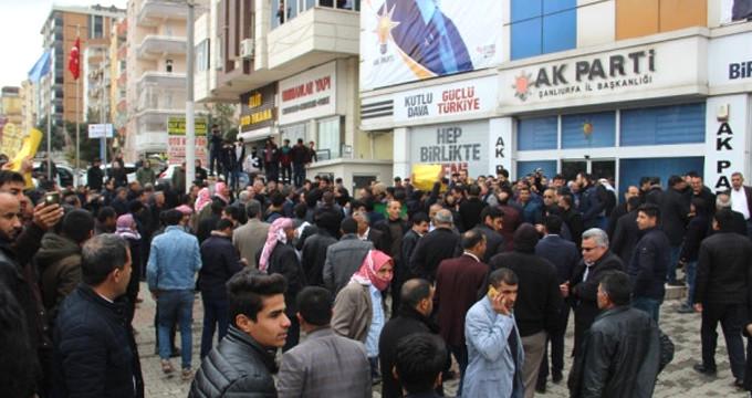 AK Parti'nin kalesinde gerilim! Yüzlerce vatandaş il binasına yürüdü