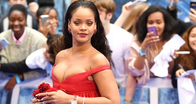 Dünyaca ünlü şarkıcı Rihanna, babasını mahkemeye verdi