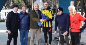 Fenerbahçeli futbolculara destek için İzmirden İstanbula koşuyor