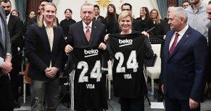Beşiktaşlı Vidadan Cumhurbaşkanı Erdoğana anlamlı hediye