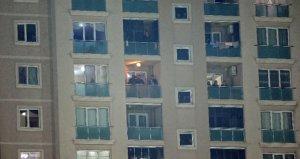 Ümraniyespor-Fenerbahçe maçını balkondan izlediler!