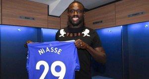 Türk kulüplerinin peşinden koştuğu Niasseın yeni takımı belli oldu