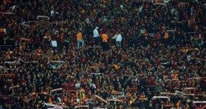 6 gol atan Galatasarayda taraftarlardan imalı tezahürat!
