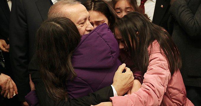 Cumhurbaşkanı Erdoğan'ın duygulandığı an! Görür görmez kucağına atladı